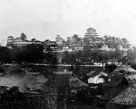 津山城の古写真(明治初頭、撮影:松平国忠)